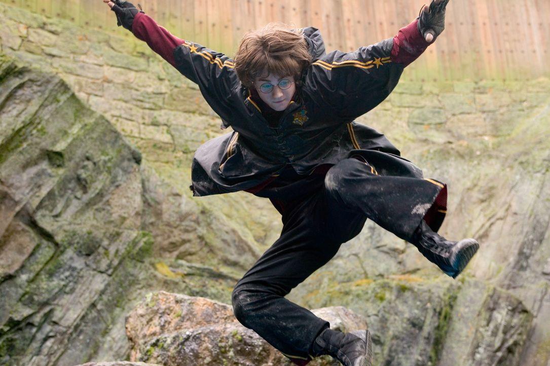 Eigentlich ist Harry (Daniel Radcliffe) drei Jahre zu jung, um an dem strapaziösen trimagischen Turnier teilzunehmen. Doch die Entscheidung des Kelc... - Bildquelle: 2005 Warner Bros. Ent. Harry Potter Publishing Rights. J.K.R.
