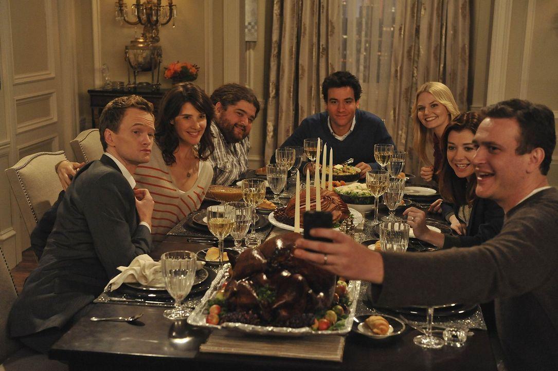 Blitzgiving: (v.l.n.r.) Barney (Neil Patrick Harris), Robin (Cobie Smulders), Blitz (Jorge Garcia), Ted (Josh Radnor), Zoey (Jennifer Morrison), Lil... - Bildquelle: 20th Century Fox International Television