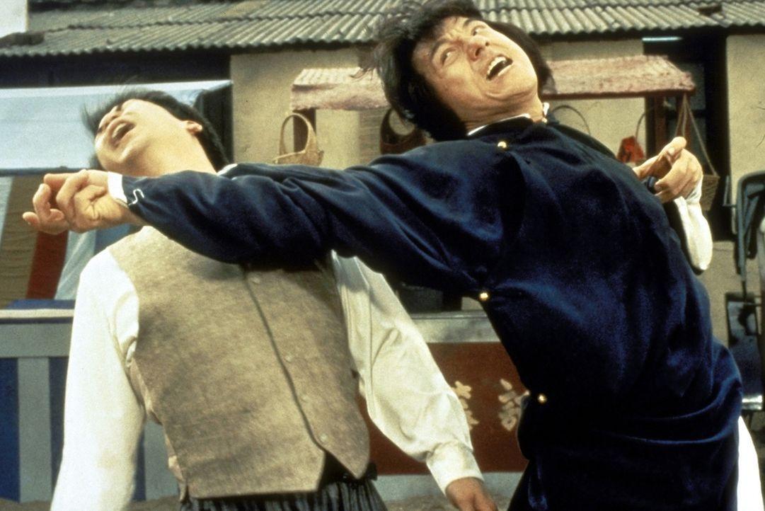 Durch einen Zufall kommt Wong Fei-Hong (Jackie Chan, r.) in den Besitz eines wertvollen Kaisersiegels. Die Schlägertruppe des korrupten britischen... - Bildquelle: Miramax Films