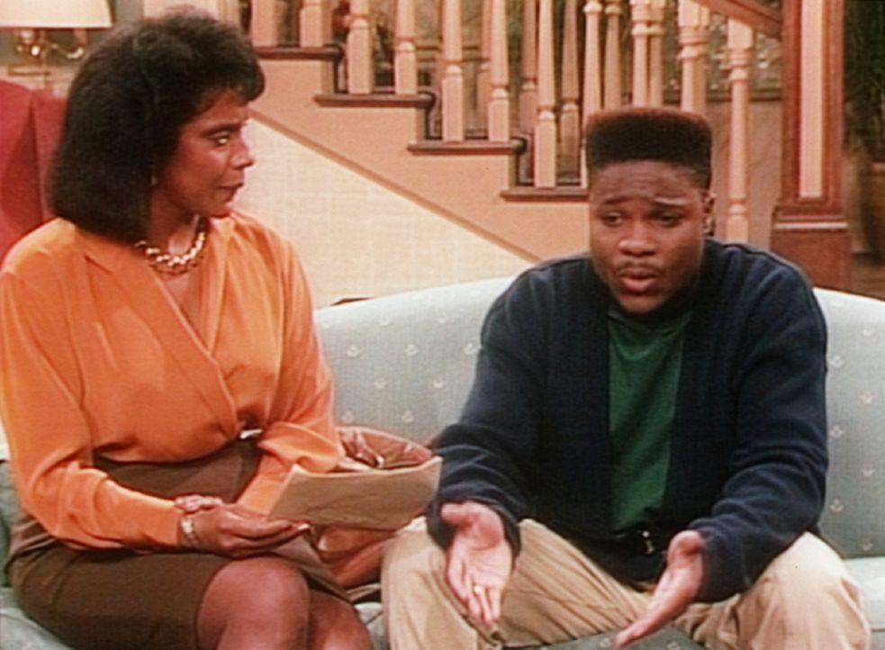 Theo (Malcolm-Jamal Warner, r.) versucht seine Mutter Clair (Phylicia Rashad, l.) davon zu überzeugen, dass die schlechten Zensuren nicht seine Sch... - Bildquelle: Viacom