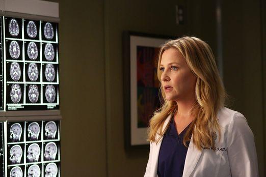 Grey's Anatomy - Arizona (Jessica Capshaw) lässt aus Neugierde hinter Dr. Her...