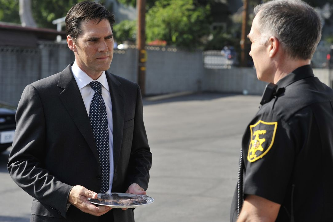 Gemeinsam versuchen sie einen Fall zu lösen: Sheriff Merrill Dobson (Patrick St. Esprit, r.) und Hotch (Thomas Gibson, l.) ... - Bildquelle: Touchstone Television