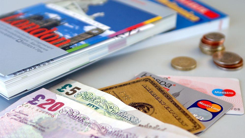 Reisekasse: Budget planen und Zahlungsmittel besorgen - Bildquelle: dpa