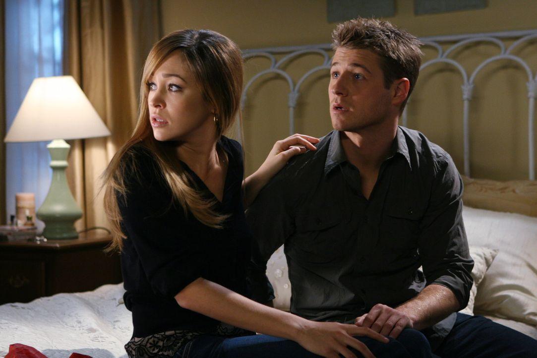 Sprechen sich aus: Taylor (Autumn Reeser, l.) und Ryan (Benjamin McKenzie, r.) ... - Bildquelle: Warner Bros. Television