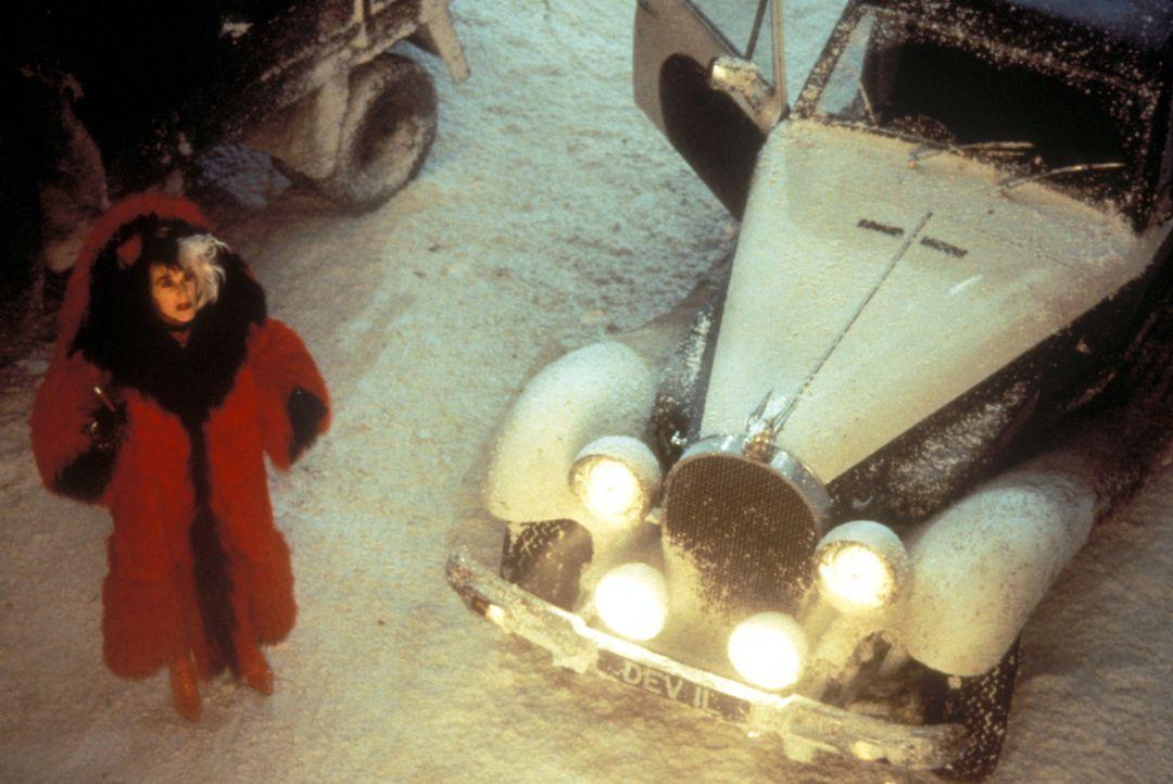 Um sich ihren Traum zu erfüllen, lässt Cruella DeVil (Glenn Close) 101 Dalmatiner entführen ... - Bildquelle: Buena Vista Pictures