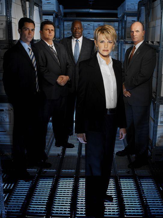 (2. Staffel) - Die Mitarbeiter des Mord-Dezernates von Philadelphia sind ein eingeschworenes Team (v.l.n.r.): Scott (Danny Pino), Nick Vera (Jeremy... - Bildquelle: Warner Bros. Television