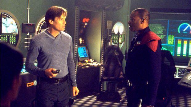 Warum will Captain Fehdman Metis (Tony Todd, r.) Dylan (Kevin Sorbo, l.) nich...