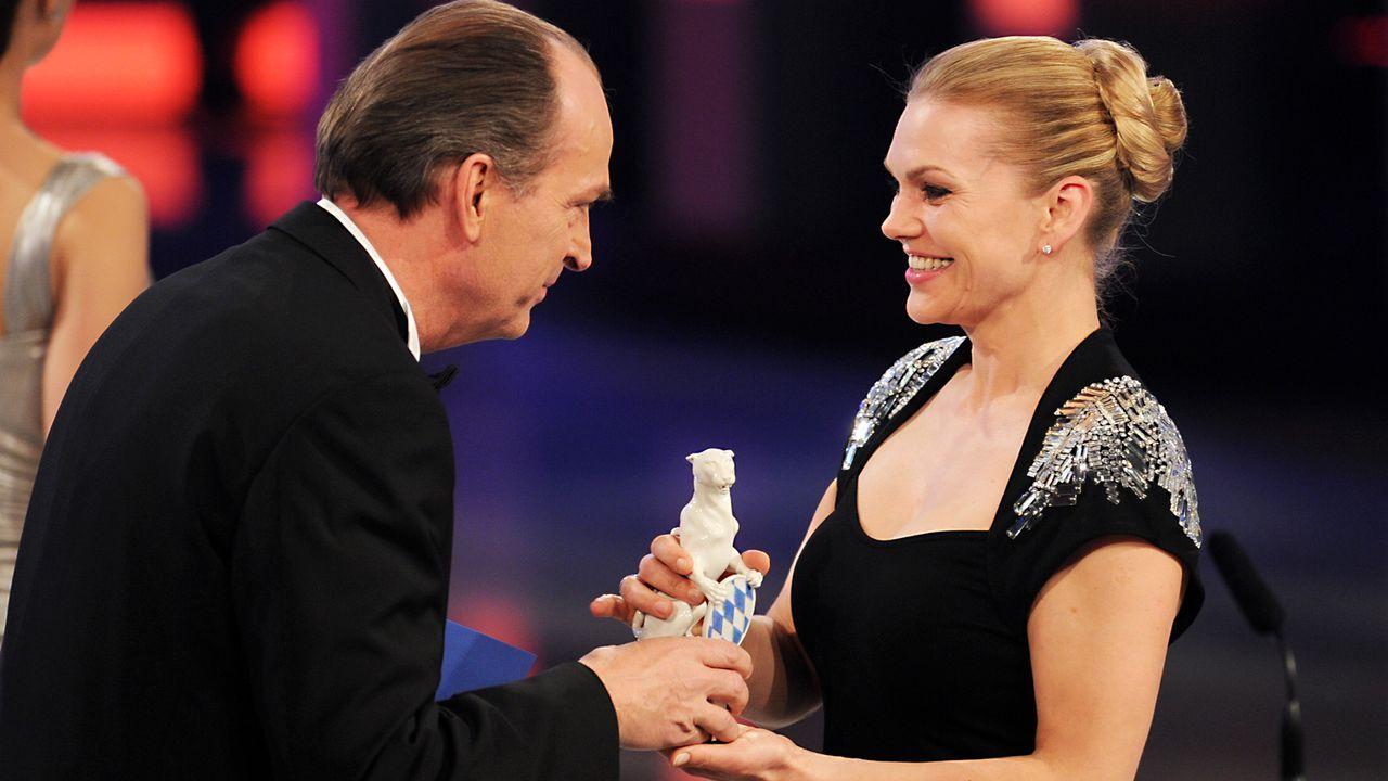 Bayerischer-Fernsehpreis-2012-Herbert Knaup-Anna-Loos-12-05-04-dpa - Bildquelle: dpa