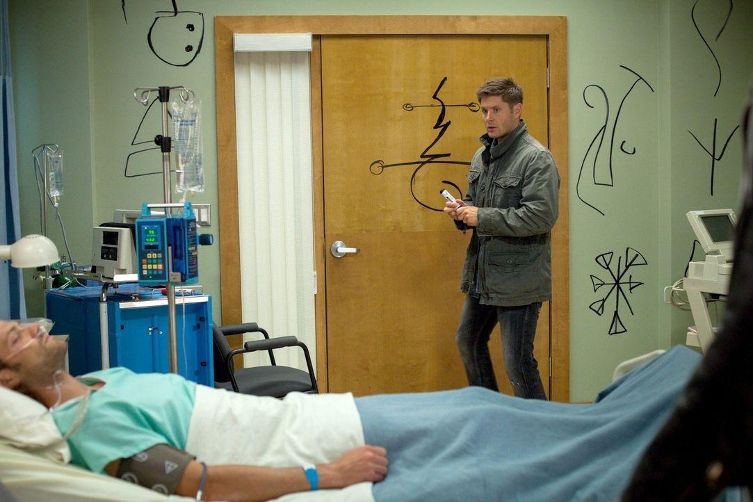 Nach und nach wird Dean (Jensen Ackles, r.) bewusst, dass er von Castiel für Sam (Jared Padalecki, l.) keine Hilfe erhalten wird ... - Bildquelle: 2013 Warner Brothers