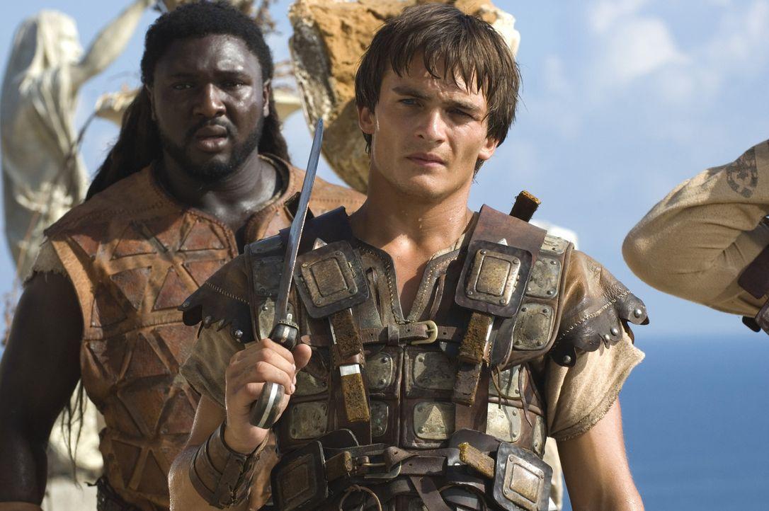 Demetrius (Rupert Friend, r.) und Batiatus (Nonso Anozie, l.) haben nur eine Chance, wenn es ihnen gelingt, die letzte römische Legion, die neunte... - Bildquelle: TOBIS Filmkunst GmbH & Co. Verleih KG