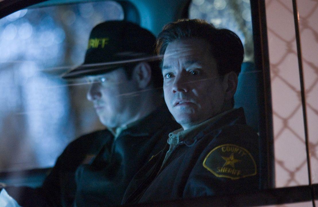 Duncan (Frank Whaley, r.) ist nicht derjenige, der er zu sein scheint ? - Bildquelle: Warner Bros. Television