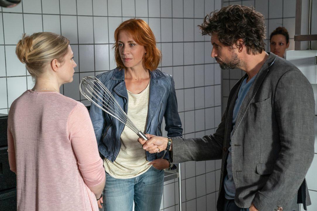 "(v.l.n.r.) Carola Wenger (Maya Bothe); Elena Lange (Annika Ernst); Felix ""Einstein"" Winterberg (Tom Beck) - Bildquelle: Wolfgang Ennenbach SAT.1/Wolfgang Ennenbach"