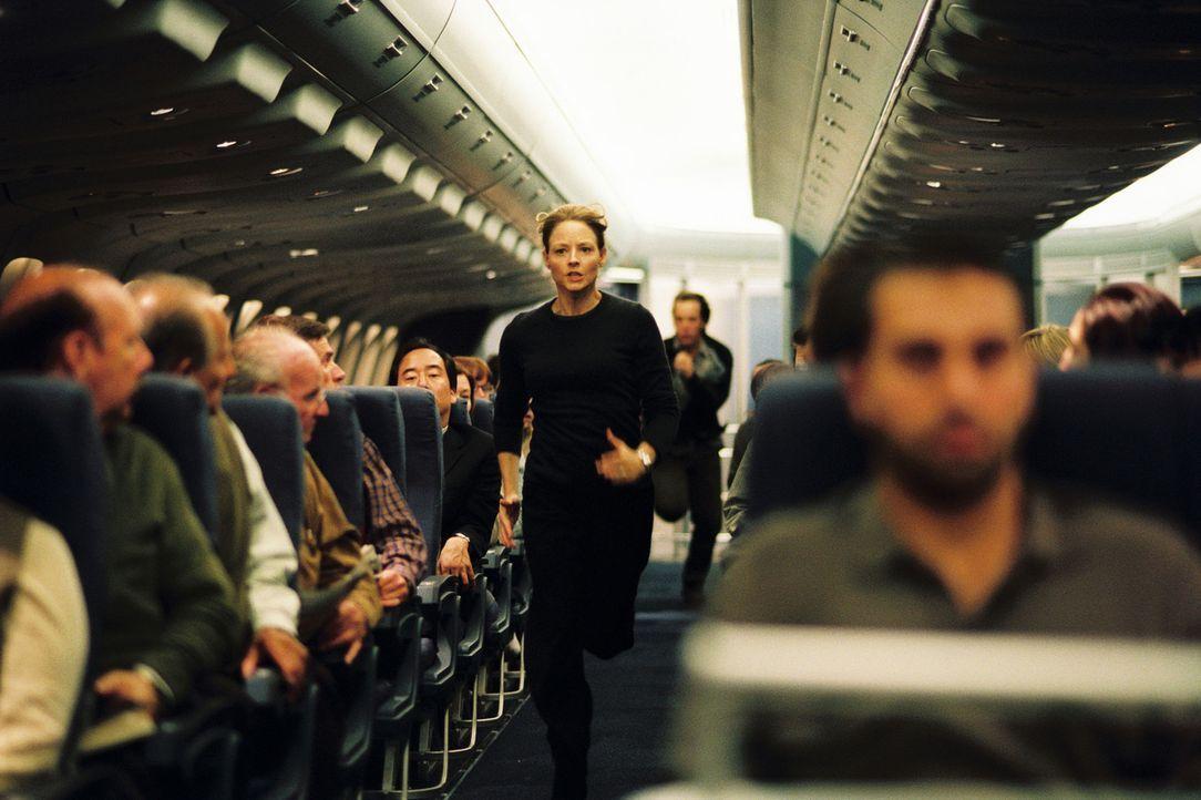 Weil sie die Konstrukteurin des Flugzeugs ist, kennt sich Kyle Pratt (Jodie Foster, M.) an Bord aus. Dieses Wissen entscheidet über Leben und Tod ... - Bildquelle: Touchstone Pictures.  All rights reserved