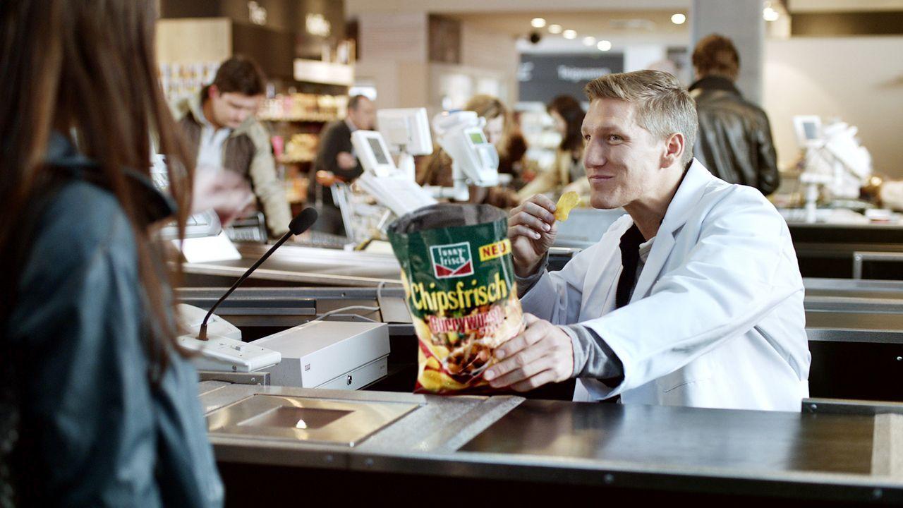 Bastian-Schweinsteiger-werbung-funny-frisch-chips-WENN-PR - Bildquelle: WENN.com/PR