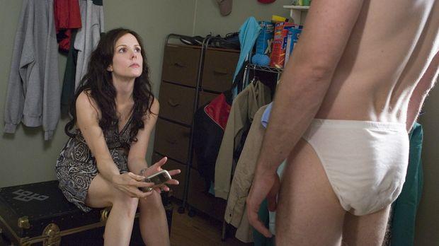 Andy (Justin Kirk, r.) ist geschockt als Nancy (Mary-Louise Parker, l.) ihm d...