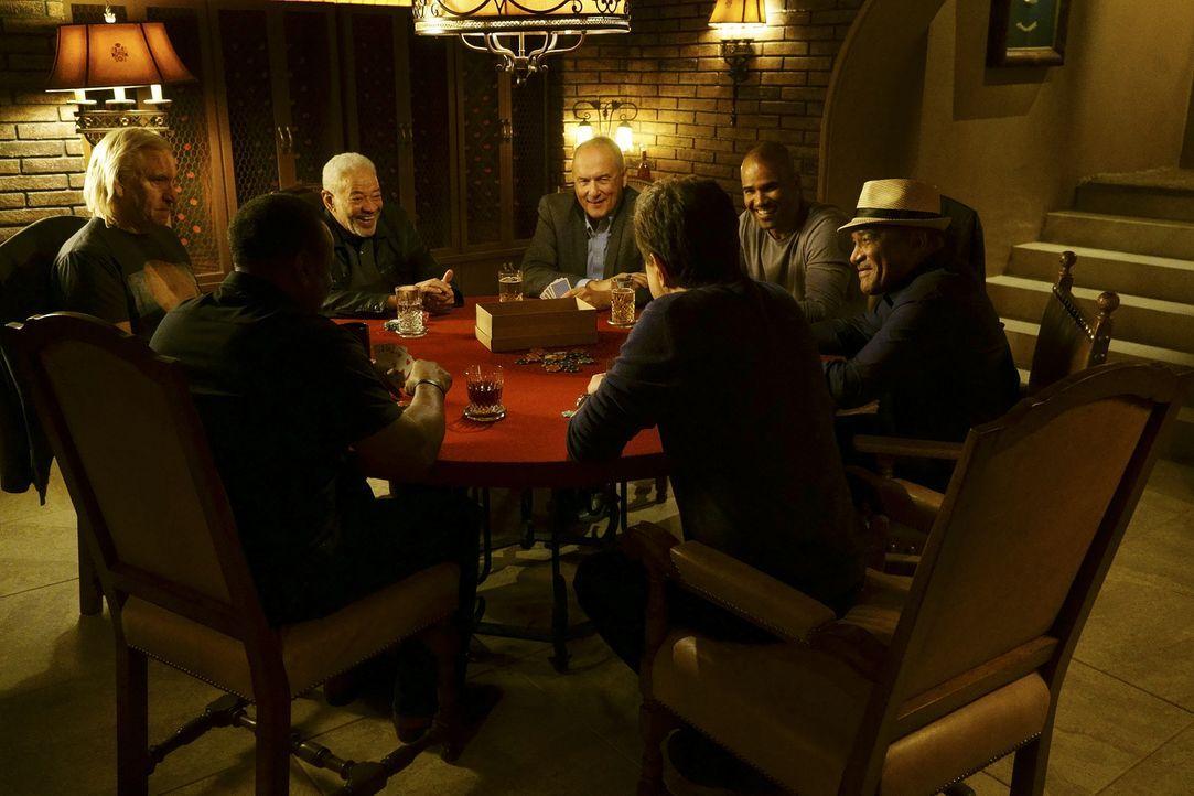 Ein ganz besonderer Pokerabend: Bill Withers (Bill Withers, 3.v.l.), Joe Walsh (Joe Walsh, l.), Willie J. Williams (Willie J. Williams, 2.v.l.), Ron... - Bildquelle: Monty Brinton ABC Studios