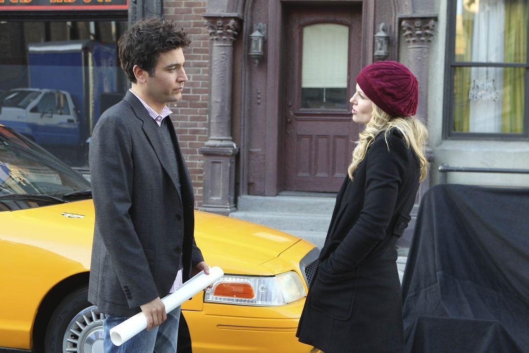Während Ted (Josh Radnor, l.) die sympathische Aktivistin Zoey (Jennifer Morrison, r.) kennenlernt, versucht Marshall weiterhin, gemeinsam mit Lily... - Bildquelle: 20th Century Fox International Television