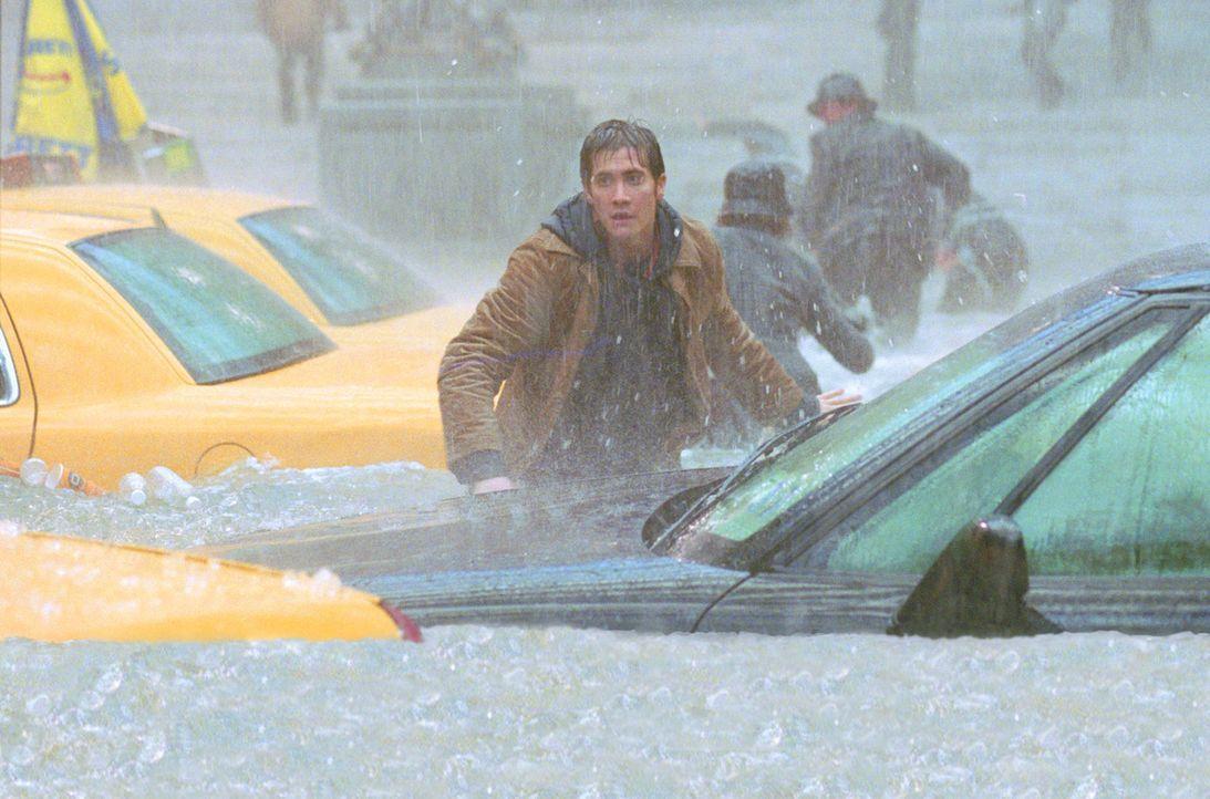 Wird es Sam Hall (Jake Gyllenhaal) und seinen Freunden gelingen, den Fluten und schließlich der Eiseskälte zu entgehen? - Bildquelle: 2004 Twentieth Century Fox Film Corporation. All rights reserved.