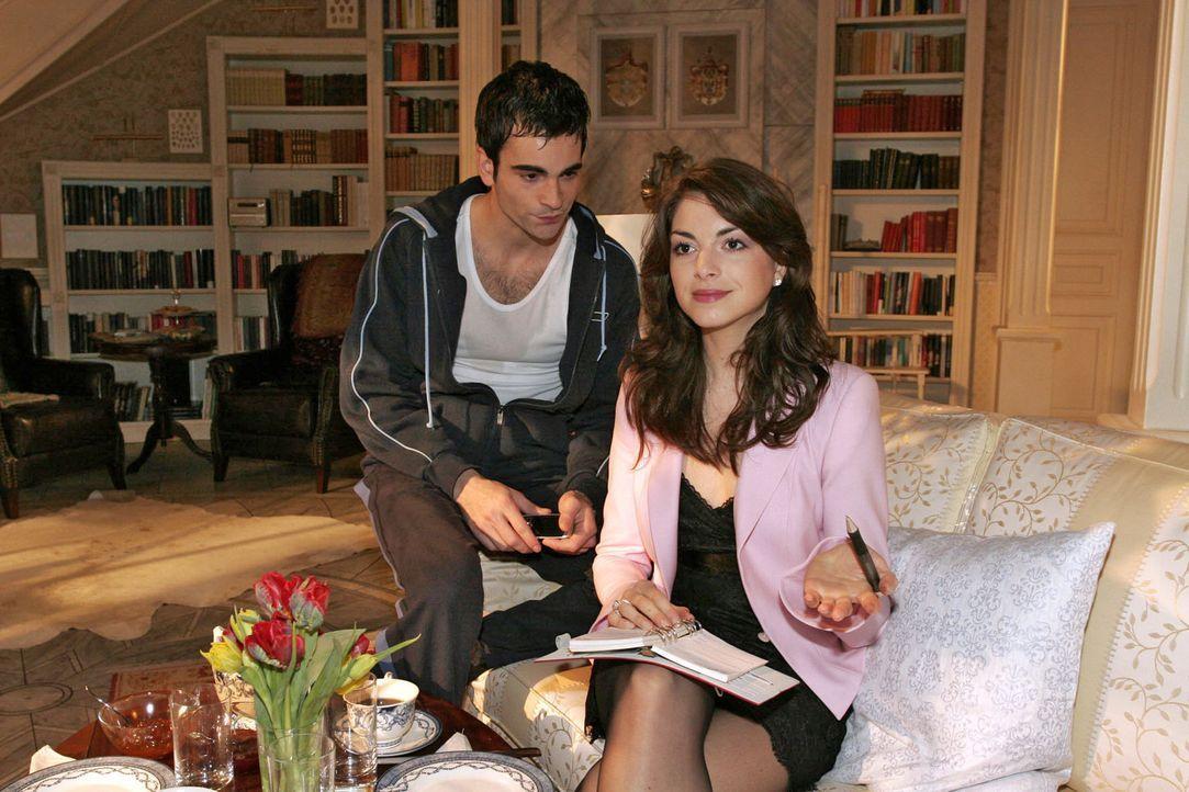 Mariella (Bianca Hein, r.) ist ziemlich genervt, dass David (Mathis Künzler, l.) sie nicht über seine Probleme informiert. Sie möchte in seine An... - Bildquelle: Sat.1