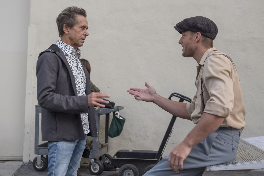 Als sich Kevin (Justin Hartley, r.) beim Dreh am Meniskus verletzt, möchte er die Produktion nicht aufhalten und aus Angst, seinen Job zu verlieren,... - Bildquelle: Ron Batzdorff 2017-2018 NBCUniversal Media, LLC.  All rights reserved.