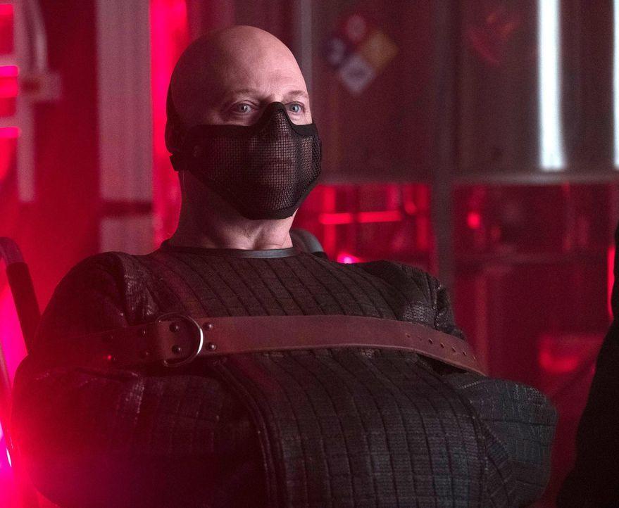 Muss um sein Leben bangen, als Kathryn und Dr. Strange ihn in der Hand haben: Barnes (Michael Chiklis) ... - Bildquelle: Warner Brothers