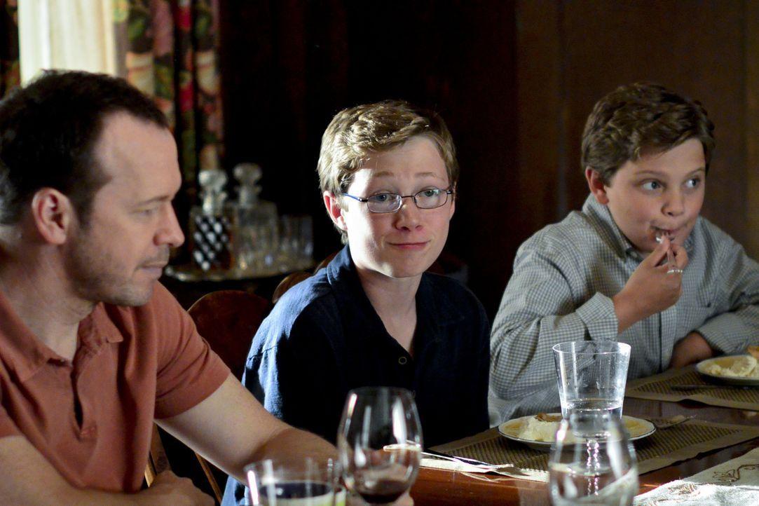 Werden Dannys (Donnie Wahlberg, l.) Söhne Jack (Tony Terraciano, M.) und Sean (Andrew Terraciano, r.) die Familientradition weiterführen und später... - Bildquelle: 2013 CBS Broadcasting Inc. All Rights Reserved.