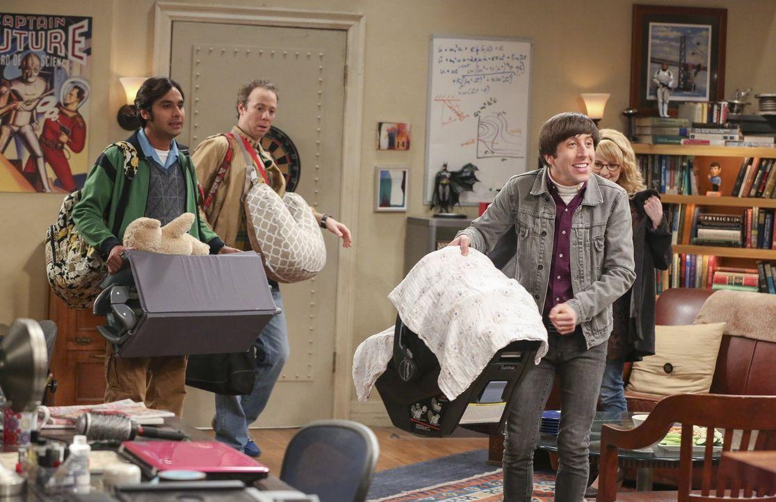 Während sich Raj (Kunal Nayyar, l.) und Stuart (Kevin Sussman, 2.v.l.) als Babyflüsterer entpuppen, müssen sich die frischgebackenen Eltern Howard (... - Bildquelle: 2016 Warner Brothers