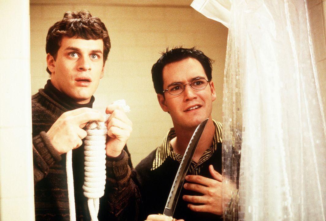 Josh (Tom Everett Scott) und Cooper (Mark-Paul Gosselaar) sind auf der Suche nach einem suizidalen Kommilitonen ... - Bildquelle: Paramount Pictures