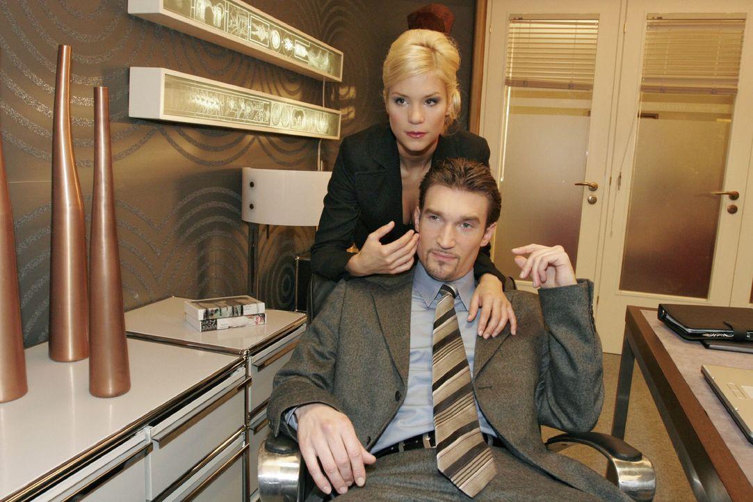 Sabrina (Nina-Friederike Gnädig, l.) merkt, dass Richard (Karim Köster, r.) sich ihr entzieht. - Bildquelle: Noreen Flynn Sat.1