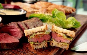 Die Steak-Sandwiches von Gordon Ramsay sind wahrer Genuss! Das Rezept mit Vid...
