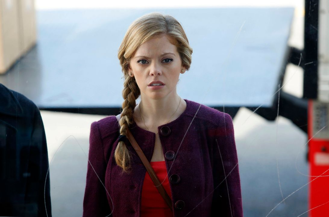 June (Dreama Walker) erkennt Chloe nicht wieder. Seitdem James eine neue Freundin hat und sie deshalb vernachlässigt, wird Chloe zu einer vollkommen... - Bildquelle: 2012 American Broadcasting Companies. All rights reserved.