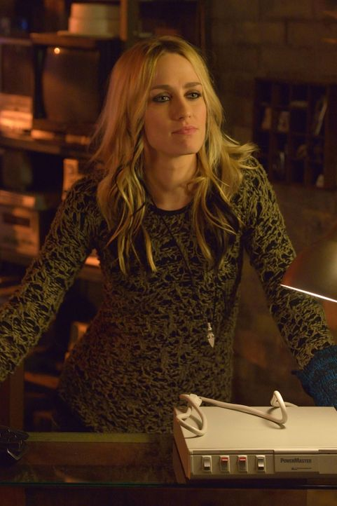 Dutch (Ruta Gedmintas) hat einen Plan entwickelt, mit dem endlich die gesamte Bevölkerung vor dem Vampivirus gewarnt werden soll. Doch geht dieser w... - Bildquelle: 2014 Fox and its related entities. All rights reserved.
