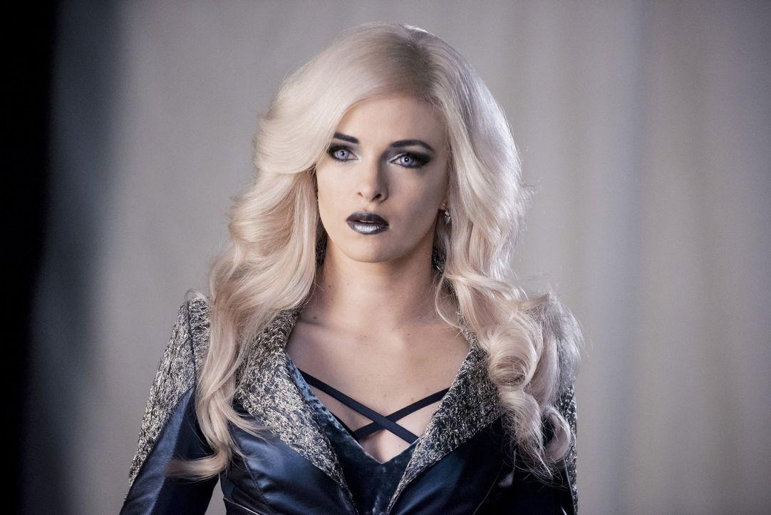 Caitlin alias Killer Frost (Danielle Panabaker) macht sich auf, um Doctor Alchemy zu finden, hinterlässt eine Spur der Verwüstung und verwandelt sic... - Bildquelle: 2016 Warner Bros.