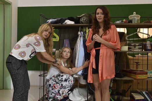 Mila - Als Luisa (Jenny Bach, M.) bei Mila (Susan Sideropoulos, l.) und Sally...