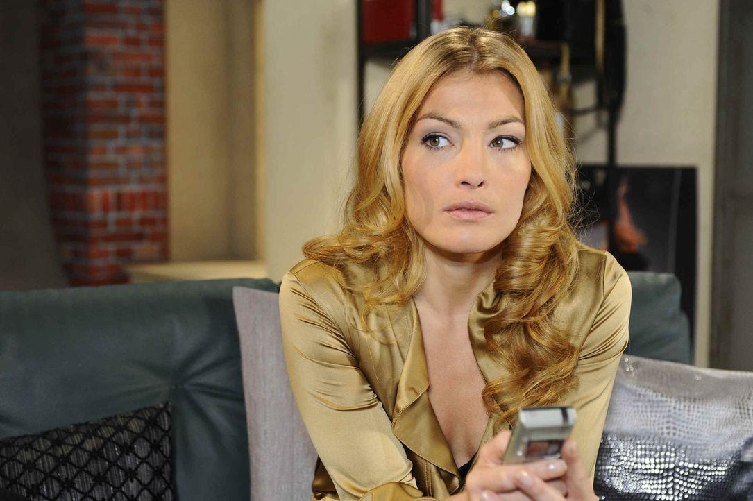 Entdeckt, dass Alexander sich mit Mia getroffen hat und Jojo auf dem Hausboot ist: Annett (Tanja Wenzel) ... - Bildquelle: SAT.1