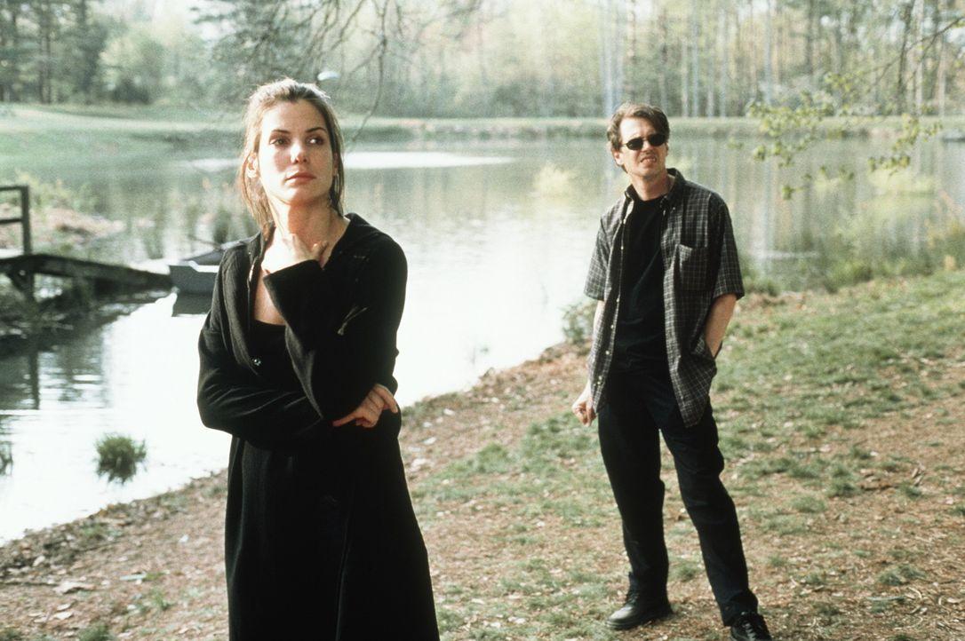 Vom Gelaber des Therapeuten Cornell (Steve Buscemi, r.) will Gwen (Sandra Bullock, l.) zunächst nicht viel wissen ... - Bildquelle: Columbia TriStar Film GmbH