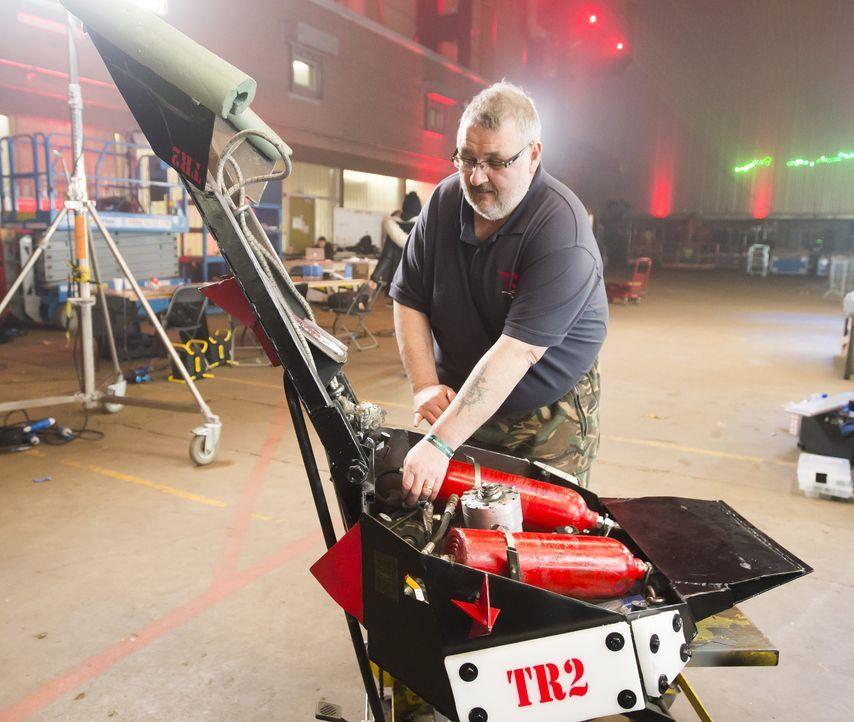 Wird das Team TR2 mit seinem selbst gebauten Roboter in der Kampfarena den Sieg davontragen oder von den gegnerischen Maschinen zerstört werden? - Bildquelle: Alan Peebles
