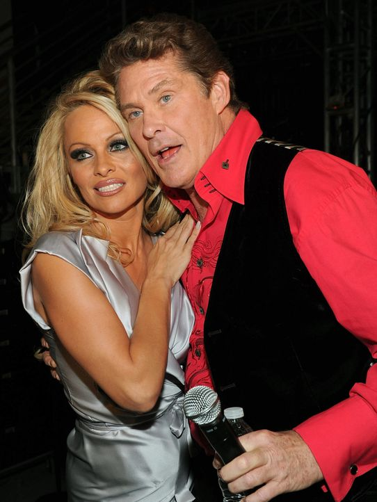 Pamela-Anderson-David-Hasselhoff-10-04-17-getty-AFP - Bildquelle: getty-AFP