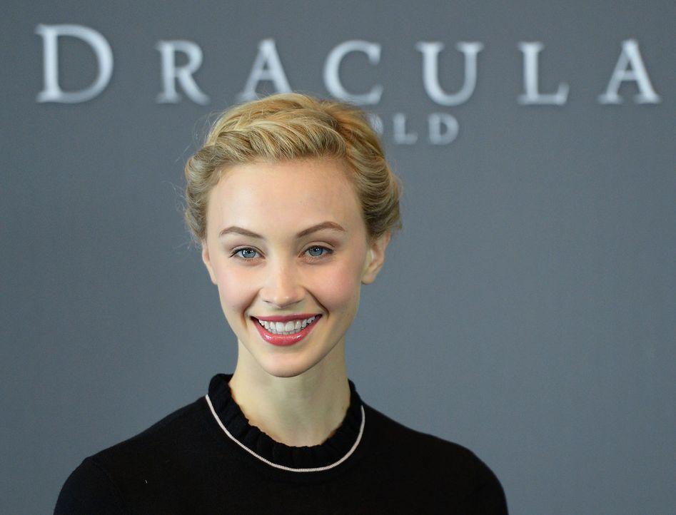 Photocall-Dracula-Untold-Sarah-Gadon-14-09-15-3-dpa - Bildquelle: dpa