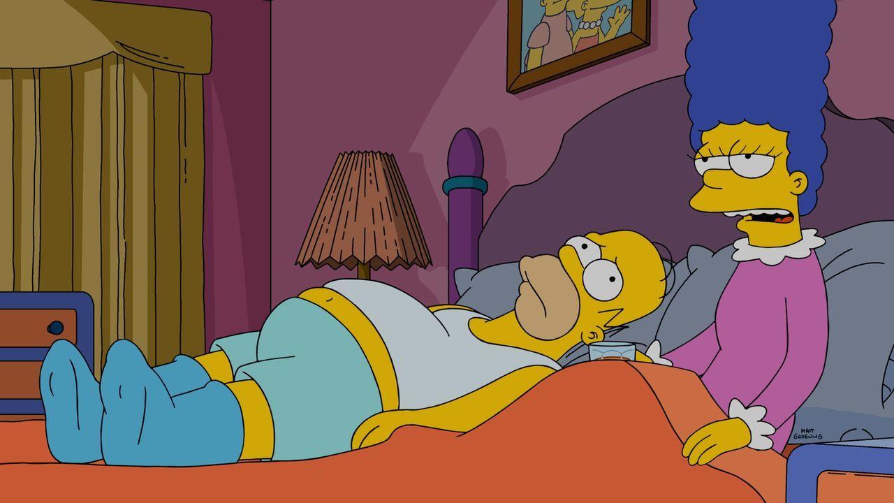 Marge (r.) möchte etwas Geld verdienen und heuert deshalb als Tatortreinigerin an. Doch ihr Eheleben mit Homer (l.) wird dadurch gestört, dass sie s... - Bildquelle: 2015 Fox and its related entities.  All rights reserved.
