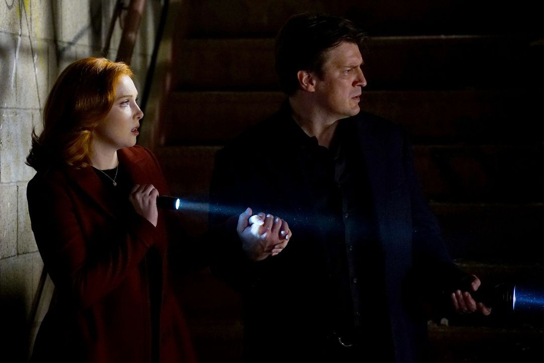 Castle (Natahn Fillion, r.) und Alexis (Molly C. Quinn, l.) tauchen in die Welt des professionellen A cappella ein, als bei Marthas letzter Aufführu... - Bildquelle: Richard Cartwright 2015 American Broadcasting Companies, Inc. All rights reserved.