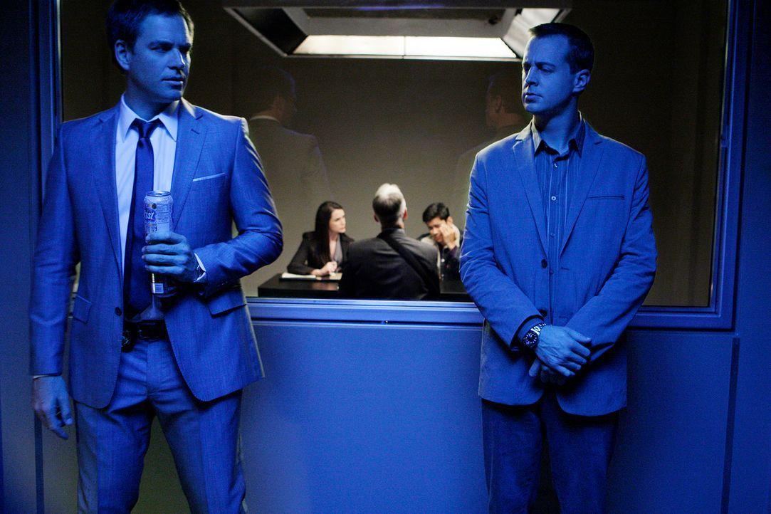 Versuchen, einen neuen Mordfall aufzuklären: McGee (Sean Murray, r.) und Tony (Michael Weatherly, l.) ... - Bildquelle: CBS Television