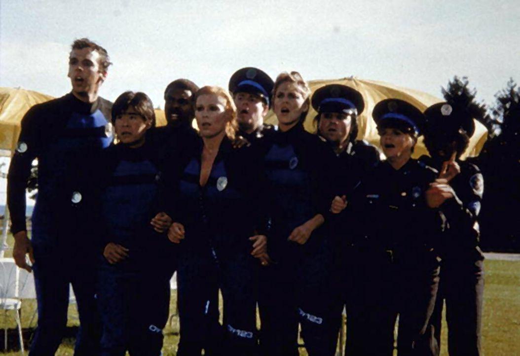 Die gesamte Ausbildungskompanie staunt ... - Bildquelle: Warner Bros.