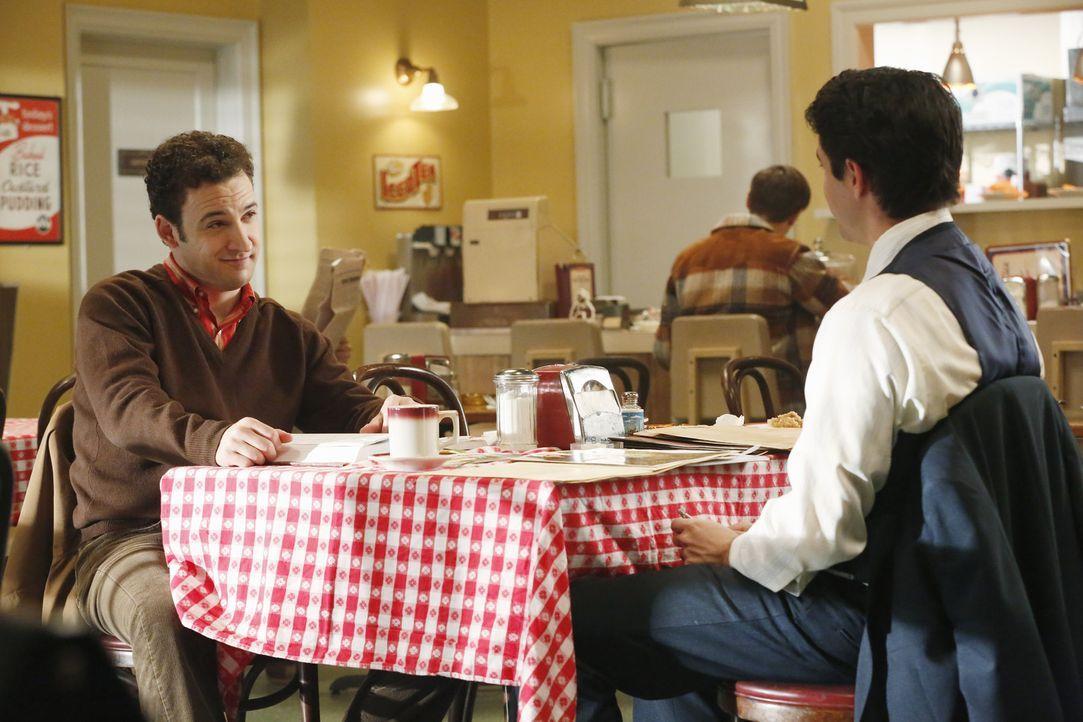 Ein Mordfall bringt das Team zu einem alten Fall von Rossi (Robert Dunne, r.) und Gideon (Ben Savage, l.) ... - Bildquelle: ABC Studios