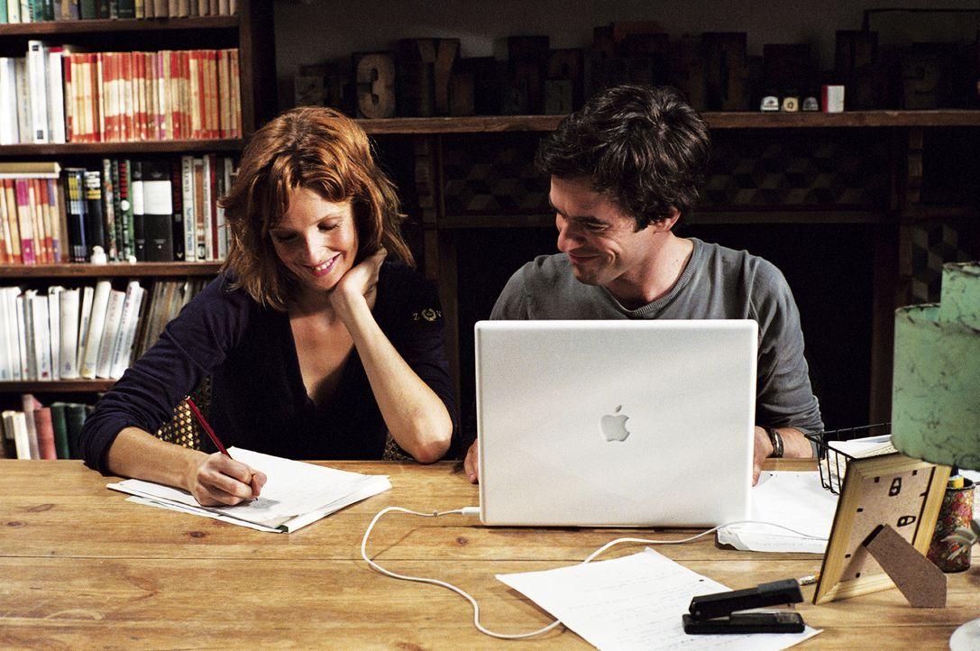 Als Xavier (Romain Duris, r.) auf seine Co-Autorin trifft, ist die Überraschung groß: Es ist Wendy (Kelly Reilly, l.) aus der Barcelona-WG ... - Bildquelle: Tobis Film