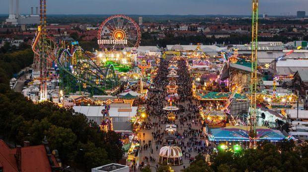 Oktoberfest feiern_2015_08_31_Oktoberfest München 2015_Schmuckbild_fotolia_no...