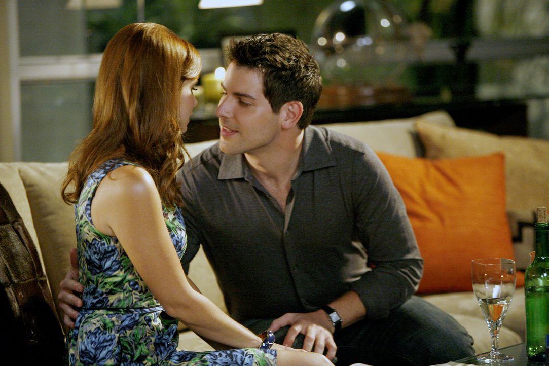 Das Date mit Jacob (David Giuntoli, r.) verläuft für Megan (Joanna Garcia, l.) zufriedenstellend, doch als der Schulleiter die neue Verabredung absa... - Bildquelle: Warner Bros. Television