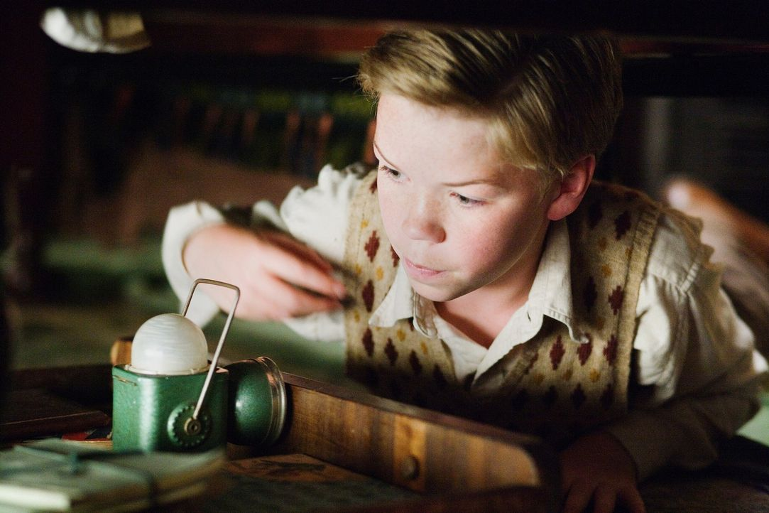 "Zunächst nervt Eustachius (Will Poulter) die gesamte Mannschaft der ""Morgenröte"", doch dann begreift er den Ernst der Lage und erweist sich sogar al... - Bildquelle: Phil Bray 2009 Twentieth Century Fox Film Corporation and Walden Media LLC. All rights reserved."