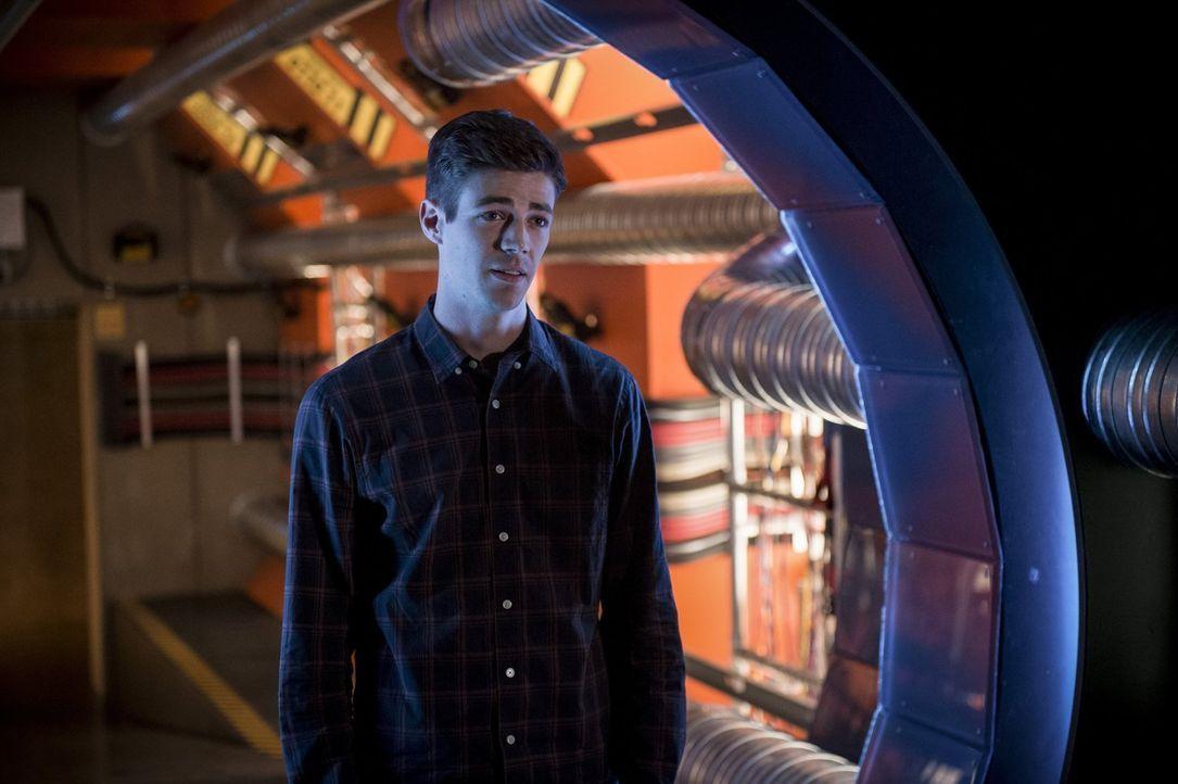 Die Folgen seiner Reisen in die Vergangenheit stellen Barry (Grant Gustin) immer wieder vor große Herausforderungen und seine Freundschaften auf har... - Bildquelle: 2016 Warner Bros.