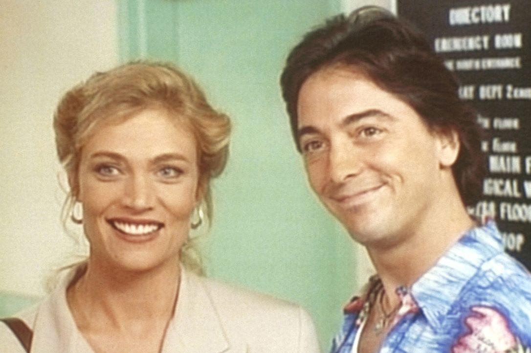 Jack (Scott Baio, r.) lernt die reiche Witwe Samantha (Glynis Barber, l.) kennen. - Bildquelle: Viacom